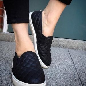 Steve Madden ECENTRCQ Quilted Black Leather Slip-on Sneakers Sz 9.5